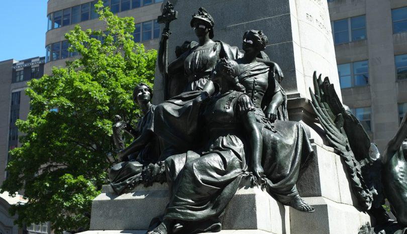 Statues around